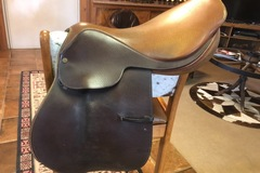 Selling: Crosby Close Contact Saddle 16.5 ""