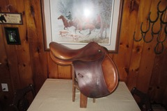 Selling: Devoucoux Biarritz Saddle 17.5""