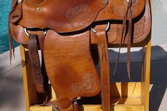 Selling: Roping Ranch Saddle 16.5""