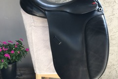 "Selling: Duett English Dressage Saddle 17.5"" 34cm"