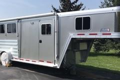 Selling: Horse Trailer,  Gooseneck,  3 Horse Slant Load