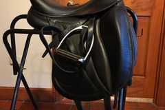 Selling: 2017 Devoucoux Loreak Dressage Saddle 17""