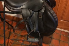 Selling:  2012 Devoucoux Chiberta Saddle 17""