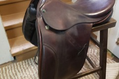 Selling: Stubben Dressage Saddle 17""