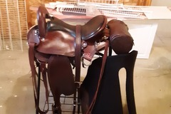 Selling: Crest Ridge Saddlery Ovation Saddle with Accessories 17""