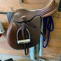 "Selling: Collegiate English Saddle 17.5"""
