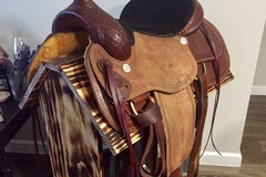 Selling: Roping Saddle and Stand 16""