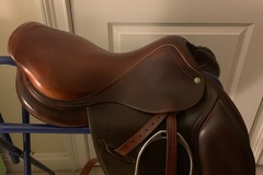 Selling: Arc De Triomphe Saddle 17""