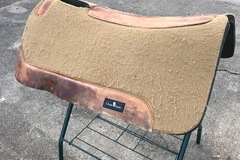 Selling: Professional Choice Saddle Pad