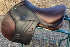 Selling: Custom Schleese Jete Jumping Saddle with Wither 17""