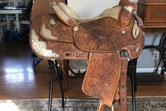 Selling: Dale Chavez Show Saddle 15.5""