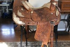 "Selling: Dale Chavez Show Saddle 15.5"""