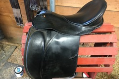 Selling: Ansur Treeless Dressage JR Petite Carlton Saddle 16.5""