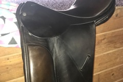 Selling: Dressage Saddle 17""