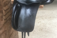 Selling: County Perfection Dressage Saddle 17""