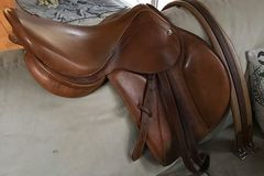 Selling: BR Roma Close Contact Saddle 17.5""