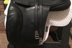 Selling: Custom Saddlery Dressage Saddle 18""