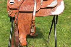 """Selling: Dale Chavez Custom Show Saddle 16"""""""