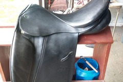 Selling: Wide Tristan Stübben Dressage Saddle 18""