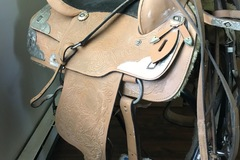 Selling: Western Show Saddle 15.5""