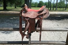 Selling: Saddle with Pull Collar and Weaver Smart Cinch 17""