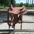 """Selling: Saddle with Pull Collar and Weaver Smart Cinch 17"""""""