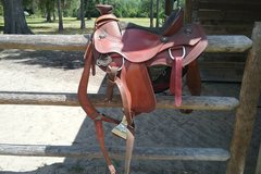 Selling: Wade Saddle with Pull Collar and Weaver Smart Cinch 17""