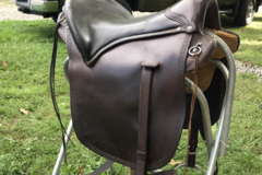 Selling: Eli Miller Saddle 17""