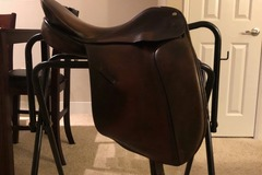 Selling: Thoroughbred Dressage Saddle 15""