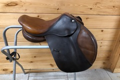 Selling: CWD close contact jumping saddle 16.5""