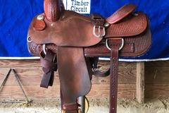 "Selling: M. L. Leddy Cutting Saddle 17"""