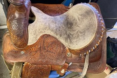 Selling: Western saddle