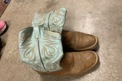 Selling: Teal western boots