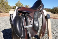 """Selling: Courbette jumping saddle 17.5"""""""