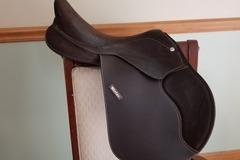 Selling: Wintec Jumping saddle