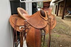 """Selling: Custom Wade Saddle 15.5"""""""