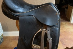 Selling: Collegiate Close Contact Saddle 17""