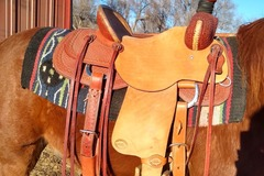 "Selling: HR 16"" Western saddle"