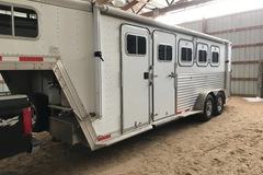 Selling: Featherlite 1999 with LQ 4 horse slant