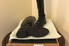 Selling: Ariat dressage 8.5 Black, medium, slim worn 5 times, zipper